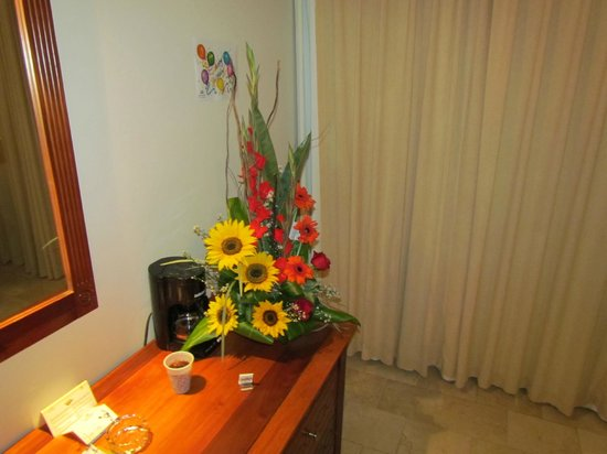 Grand Palladium Palace Resort, Spa &amp; Casino: Flowers for her birthday