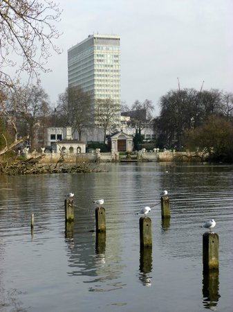 Lancaster London: View of the hotel from The Longwater