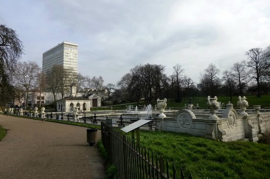 Lancaster London: View of the hotel from the Italian Garden