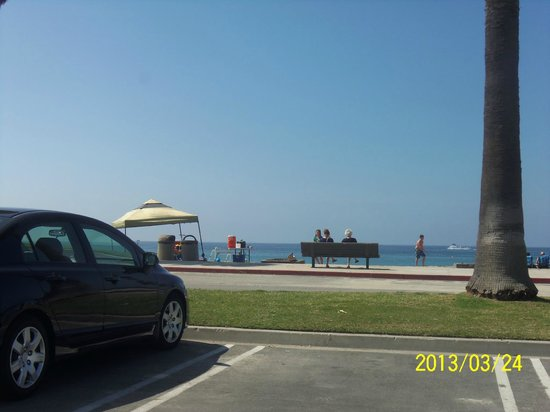 Travelodge Laguna Beach: Aliso Beach parking lot