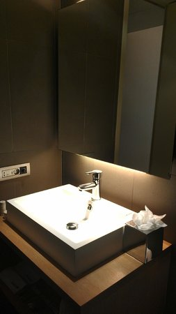 Radisson Blu Hotel, Madrid Prado: The bathroom.