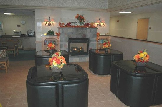 Best Western Inn at Blakeslee-Pocono: Lobby Breakfast Seating