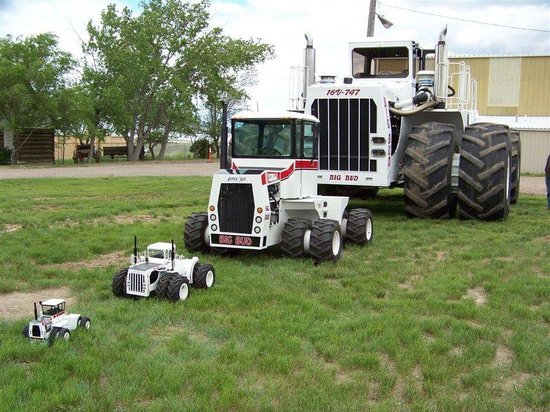 World S Smallest Tractor : Big bud the world s largest tractor picture of havre