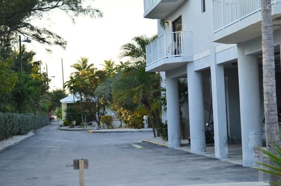 Days Inn & Suites Islamorada: view from suites back toward villas