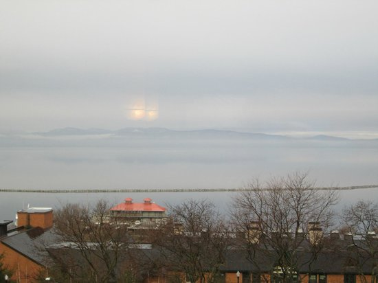Hilton Burlington: Lake view - overcast day