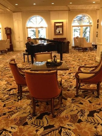 The Mulberry Inn: live music in the lobby