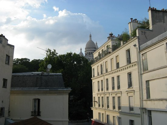 Le Village Hostel : Vista do Hostel - Sacre Coeur