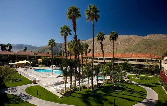 Hilton Palm Springs Resort: Pool Courtyard
