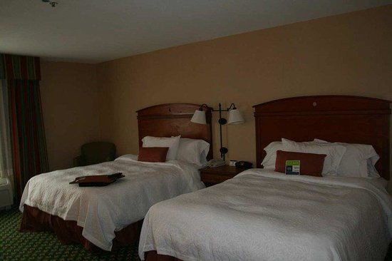Hampton Inn &amp; Suites: Double Queen Accessible