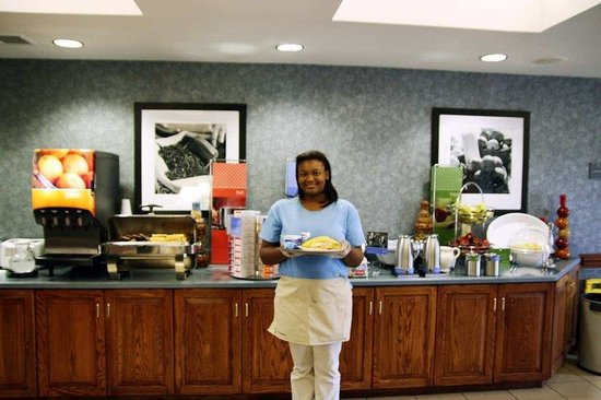 Hampton Inn Williamston: Breakfast Hostess