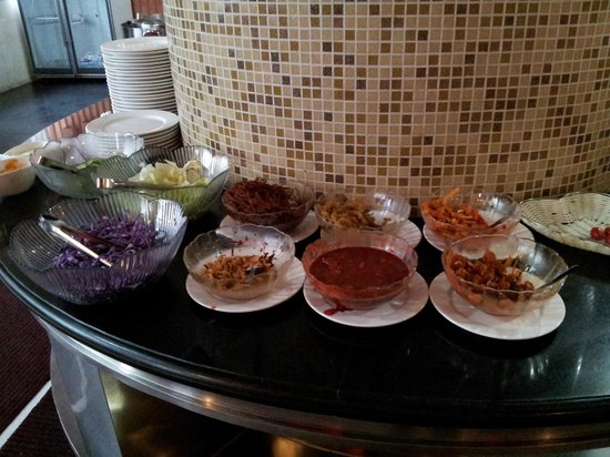 City Inn (Beijing Happy Valley): unappetising side dishes for porridge