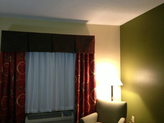 Quality Inn &amp; Suites: drapes coming soon