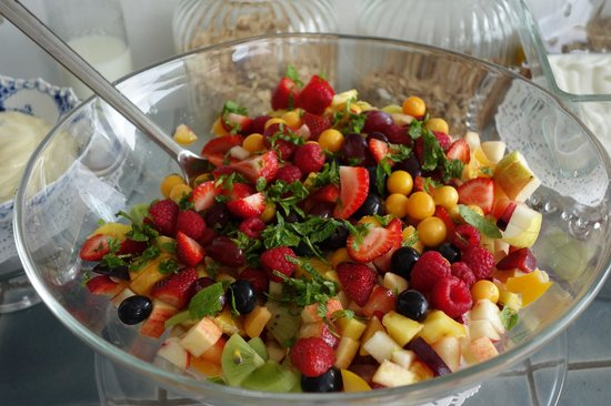 Aquavit Guest House: Ole's fruit salad - divine!