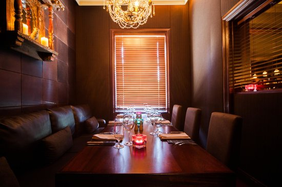 Private dining room picture of upstairs at the grill for Best private dining rooms cheshire