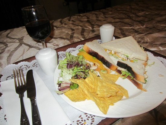 The Ardilaun Hotel: White bread chicken-salad sandwich :(