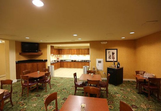 Residence Inn Loveland: Breakfast Dining Area