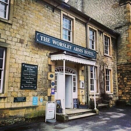 Front entrance to the Worsley Arms Hotel Hovingham. ©Ben Hannah 2013