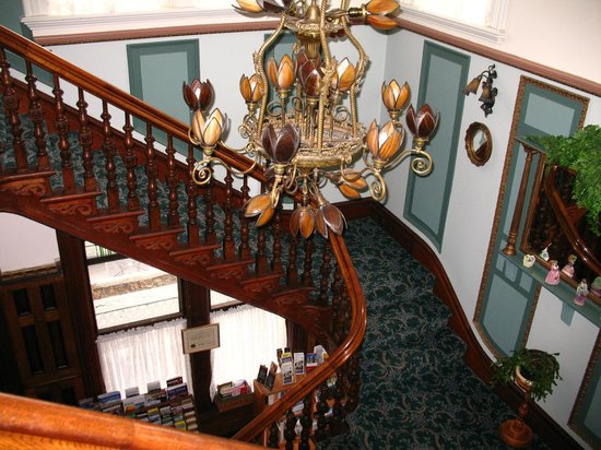Amethyst Inn at Regents Park: the grand staircase