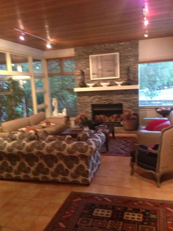 Minaret Lodge: This is the main sitting area in the lobby