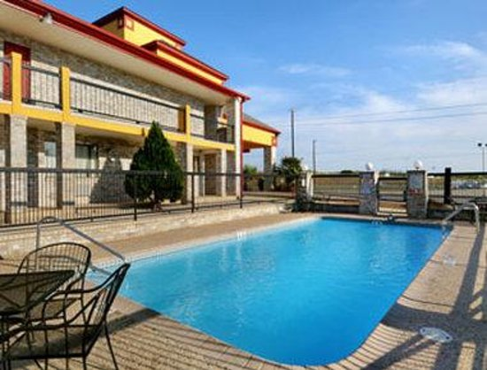 Travelodge San Antonio ATT Center / I-10 E: Pool