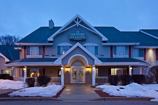 East Troy, WI: CountryInn&Suites EastTroy  ExteriorNight