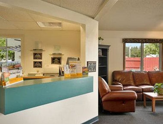 Days Inn Nisswa: Lobby