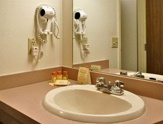 Days Inn Nisswa: Bathroom
