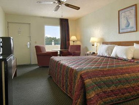 Days Inn West Point: Standard King Bed Room with MicroFridge