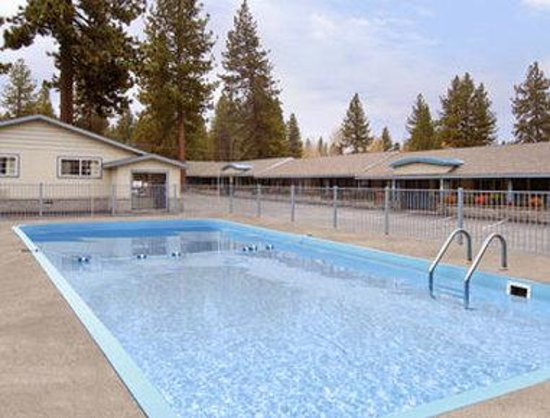 Days Inn Lake Tahoe Ski Resort / Golf Area: Pool