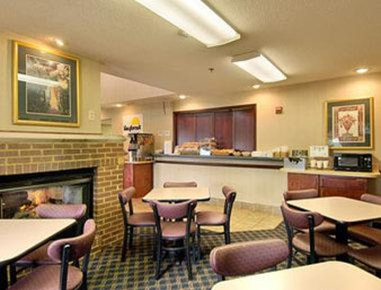 Norton, VA: Breakfast Area