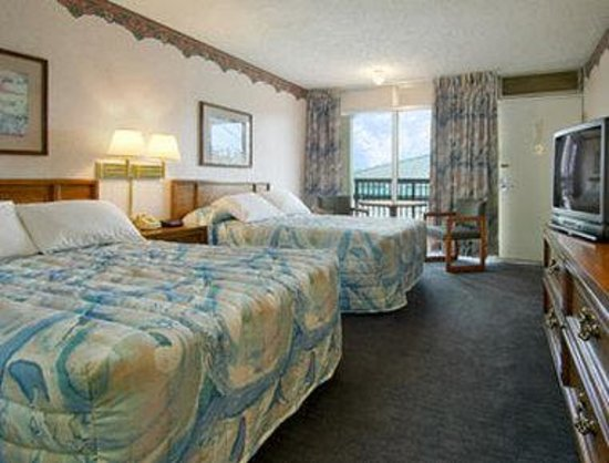 Days Inn St. Joseph: Standard Two Double Bed Room