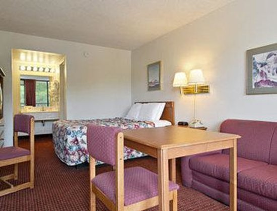 Days Inn Reno: Standard One Queen Bed Room