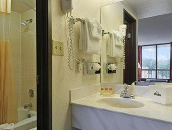 Days Inn Reno: Bathroom