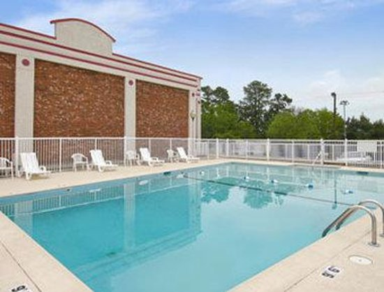 Days Inn Fort Jackson / Columbia Mall: Pool