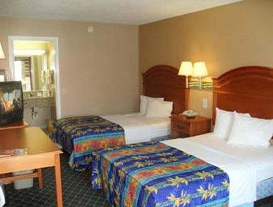Days Inn San Antonio/Coliseum/AT&T Center: Guest Room