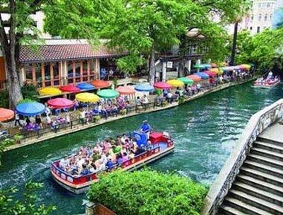 Days Inn San Antonio/Coliseum/AT&T Center: Riverwalk View