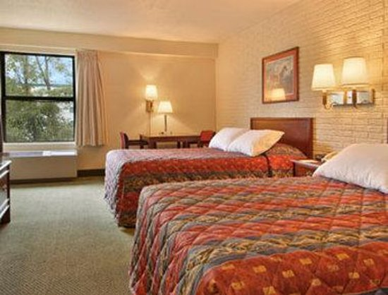 Days Inn Leesburg: Standard Two Double Bed Room