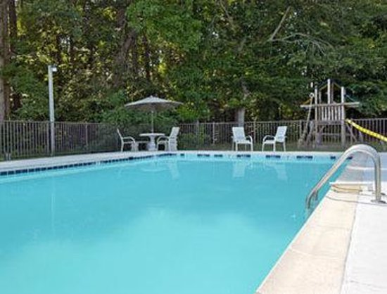 Newport News Days Inn: Pool