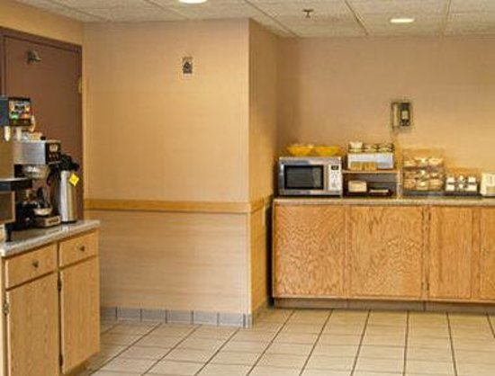 Days Inn Canastota-Syracuse: Breakfast Area