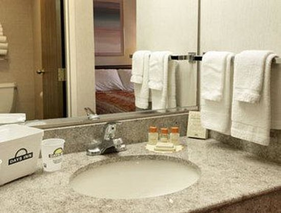 Days Inn Canastota-Syracuse: Bathroom