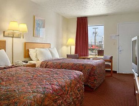 Days Inn Cookeville: Standard 2 Queen Bed Room