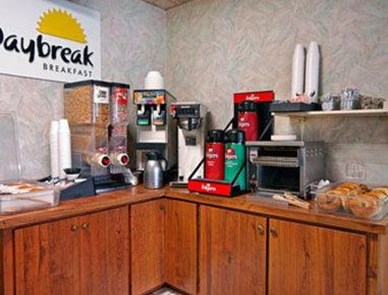 Days Inn Chambersburg: Breakfast Area