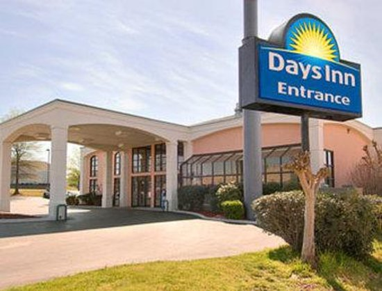 Days Inn &amp; Suites Tuscaloosa: Welcome To Days Inn Tuscaloosa