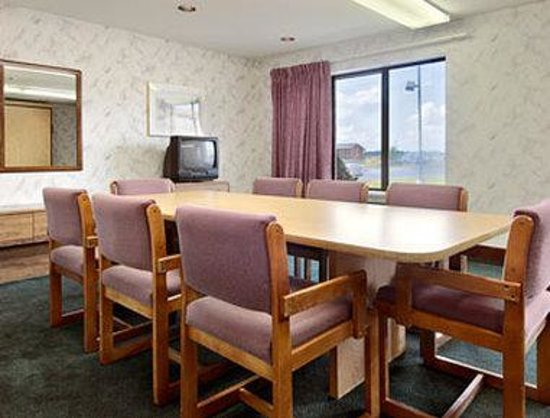 Days Inn Eagle River: Meeting Room