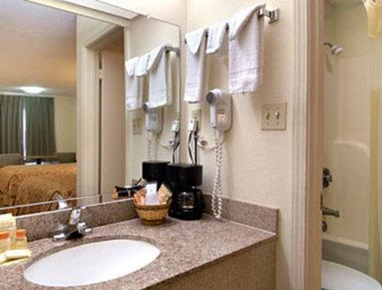 Days Inn Moss Point Pascagoula: Bathroom