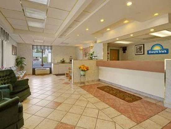 Days Inn West Springfield: Lobby