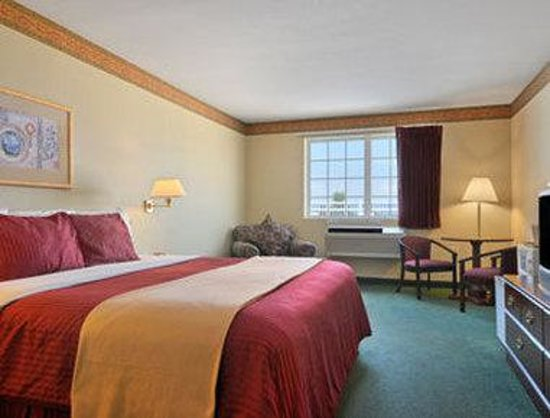 Mountain Home Days Inn: Standard King Bed Room