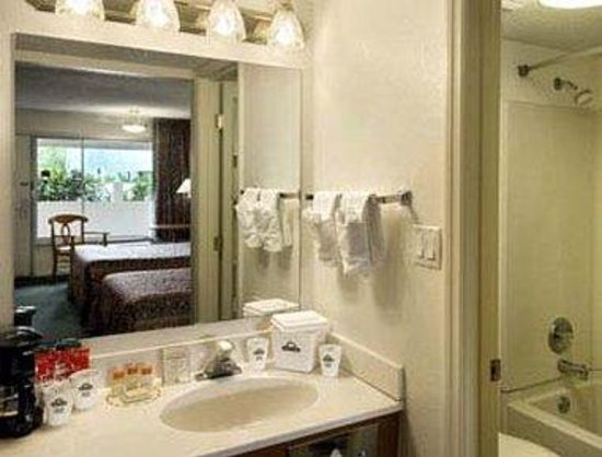 Days Inn Brooksville: Bathroom