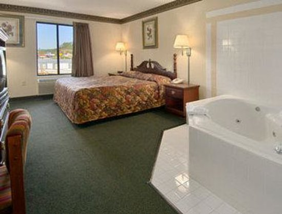 Days Inn Grayson: Jacuzzi Suite