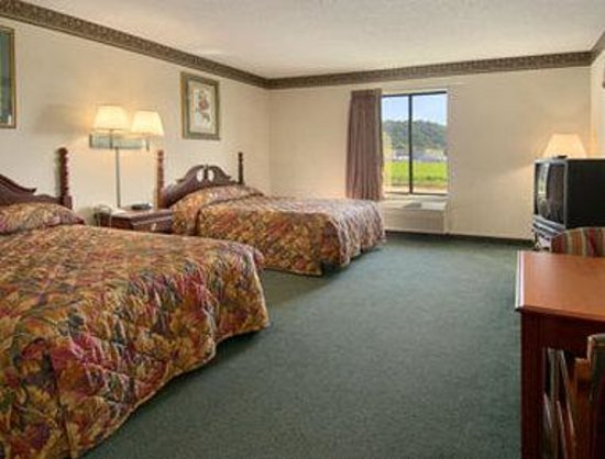 Days Inn Grayson: Standard Two Double Bed Room